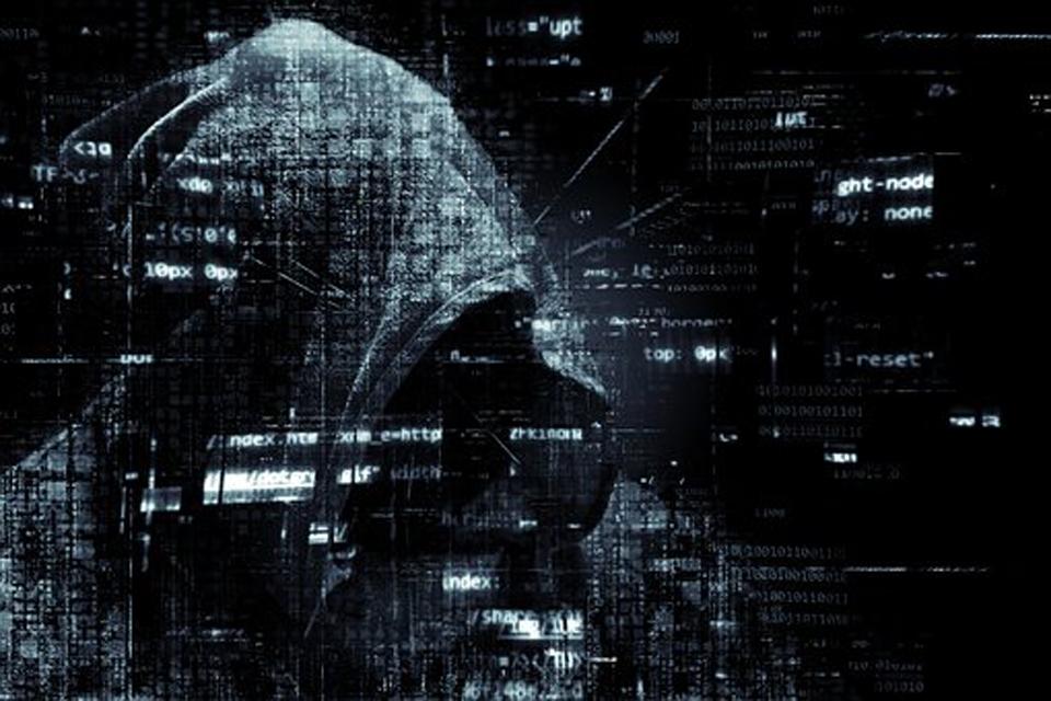hacker-2300772__340